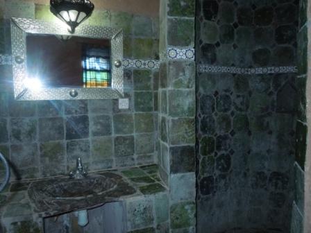 salle de bain grand luxe poterie de tamgroute