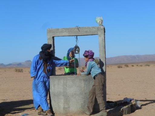 Nomades saharouis au puits