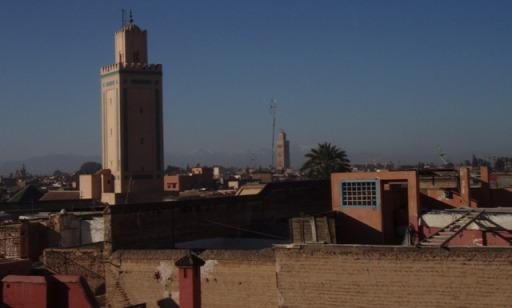 Vue de la terrasse sur Marrakech et l'Atlas
