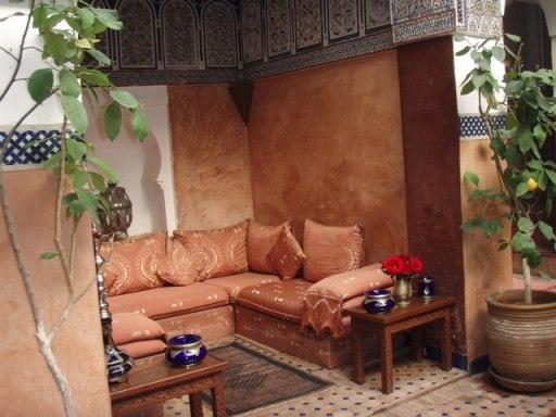 le petit salon dans le patio