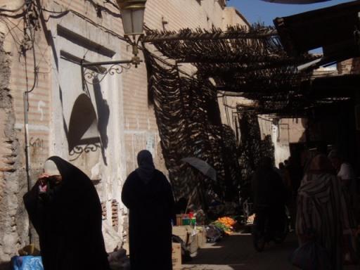 marrakech souk femme voilée - Copie