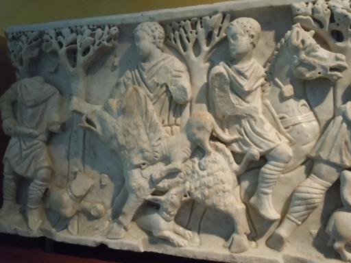 sarcophage sculpté : chasse au sanglier