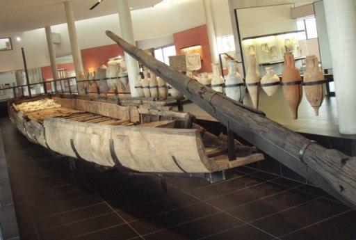 le chaland romain de 31m retrouvé dans le fleuve avec son chargement