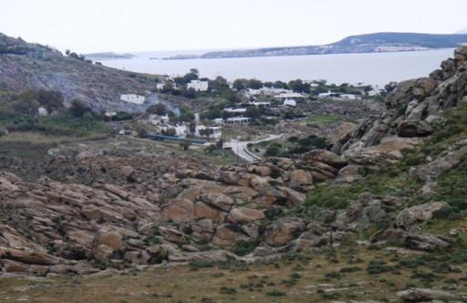 affleurement de granite haché de diaclases au dessus de Kolymbithrès