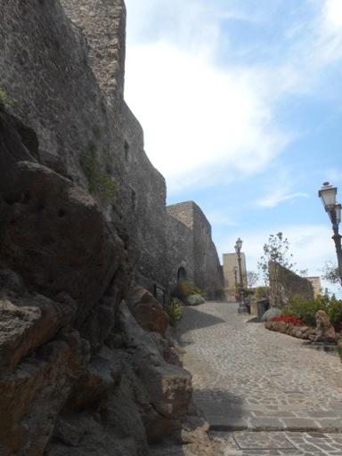Castelsardo, rampe et murs du château