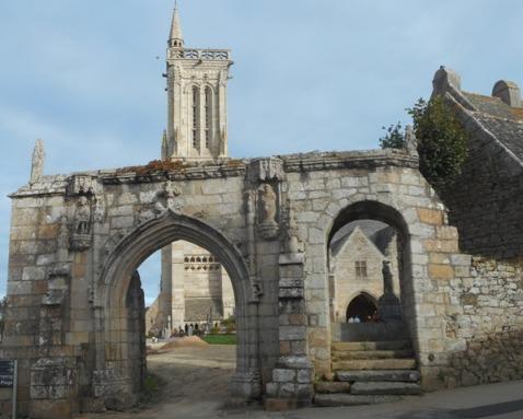 Saint Jean du doigt: enclos paroissial
