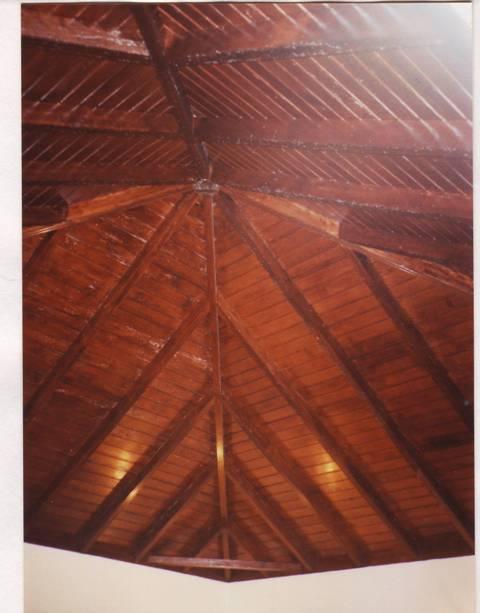 merveilleux plafond de bois
