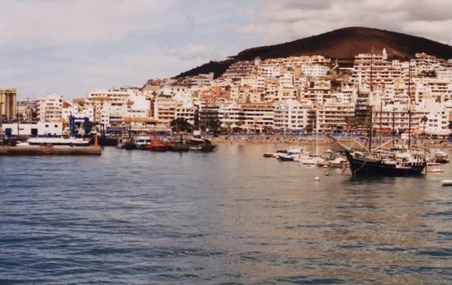 Los Cristianos : immeubles et plage, tourisme de masse