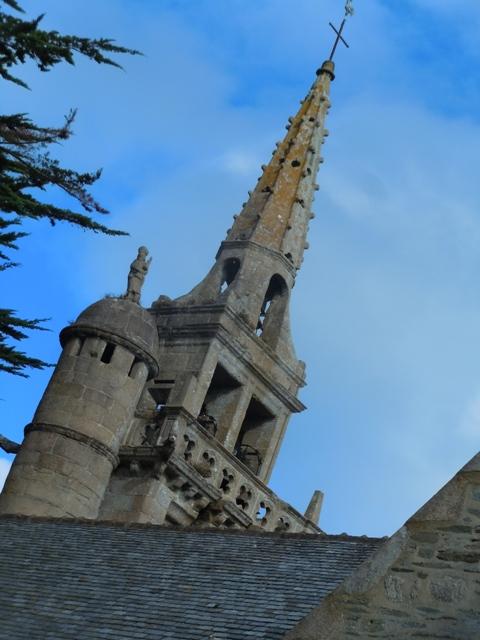 l'église de Locquirec et le pélerin de Compostelle
