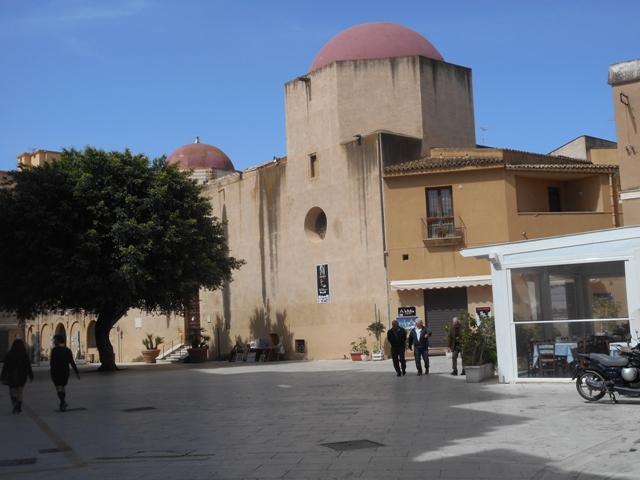 Place du Plebiscite et église S Ignazio le musée du Satyre