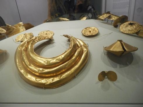 Bijoux en or de l'âge de Bronze