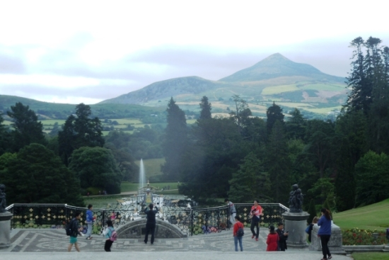 Powerscourt : terrasse face au Sugar Loaf