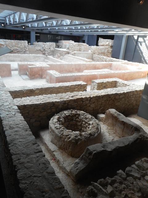Les fouilles sous le musée archéologique : ville romaine et wisigothique